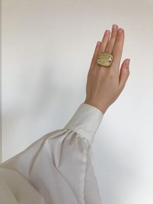 Позолоченное кольцо с янтарем, размер 18,5