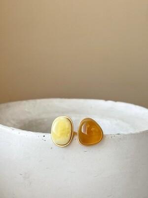 Двойное кольцо с янтарем, размер 17,5