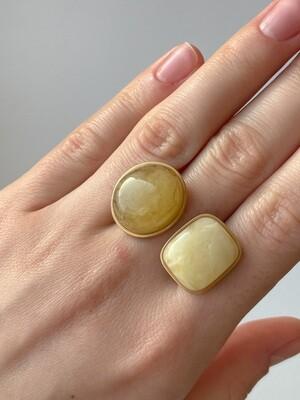 Двойное кольцо с янтарем, размер 18