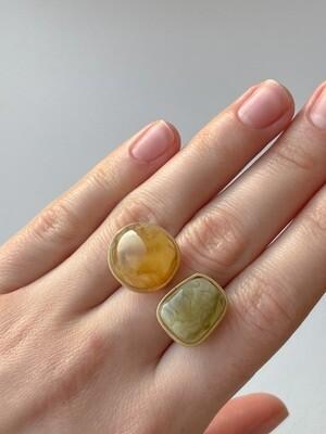 Двойное кольцо с янтарем, размер 17
