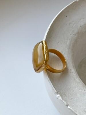 Позолоченное кольцо с янтарем, размер 18,25