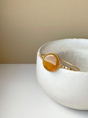 Позолоченный браслет с янтарем, размер 17