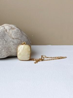 Позолоченная подвеска с янтарем. ( 50 см. 8.04 гр. )