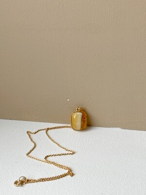 Позолоченная подвеска с янтарем. (35 см, 3.69 гр)