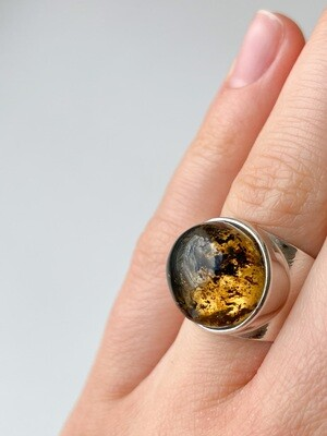 Серебряное кольцо с янтарем, размер 15.5