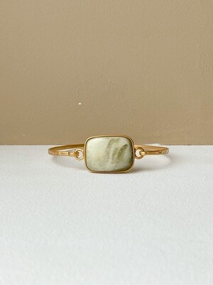 Позолоченный браслет с зеленым янтарем, размер 16