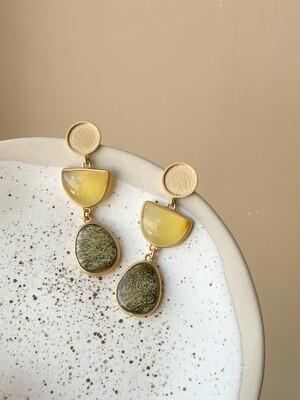 Позолоченные серьги пусеты с янтарем. 12.42 гр.