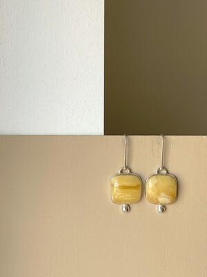 Позолоченные серьги с янтарем. 7.44 гр.