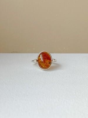 Серебряное кольцо с янтарем, размер 18