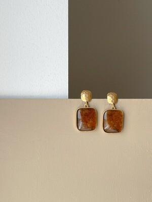 Позолоченные серьги пусеты с янтарем. 7.79гр.