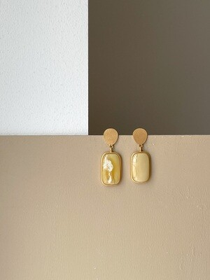 Позолоченные серьги пусеты с янтарем. 8.71гр.