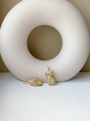 Асимметричные серьги с янтарем Вес 7,07 гр.