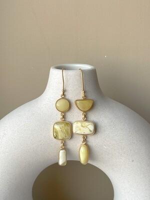 Позолоченные асимметричные серьги с янтарем 9,48 гр.