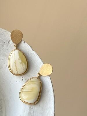 Асимметричные серьги с янтарем 9,23 гр.