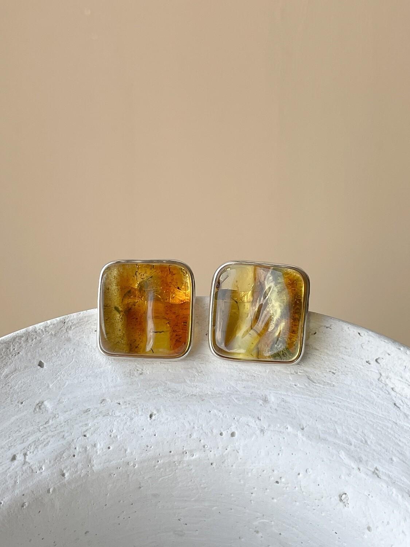 Серебряные серьги пусеты с янтарем, 7,37гр.
