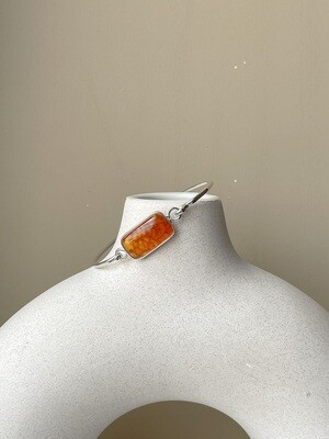 Серебряный браслет с янтарем, размер 16
