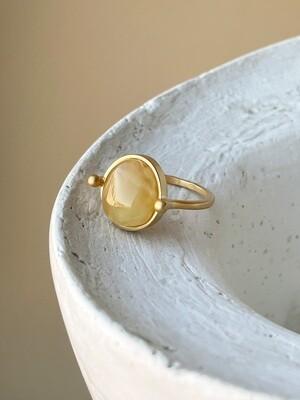 Позолоченное кольцо с янтарем, размер 18.25