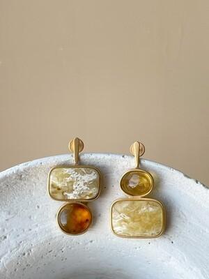 Позолоченные асимметричные серьги пусеты с янтарем 6,48гр