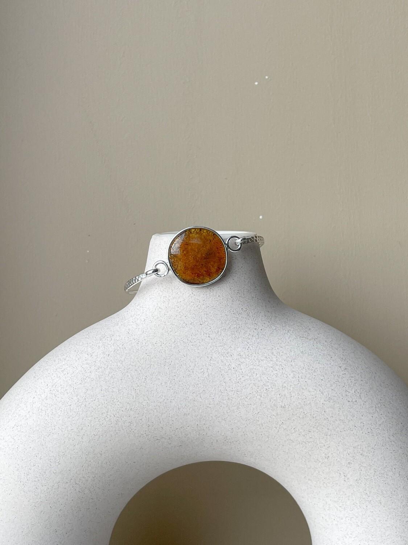 Серебряный браслет с янтарем, размер 15