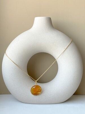 Позолоченная подвеска с янтарем. (45 см 6,98 гр)