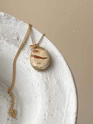 Позолоченная подвеска с янтарем. (41 см 4,25 гр)
