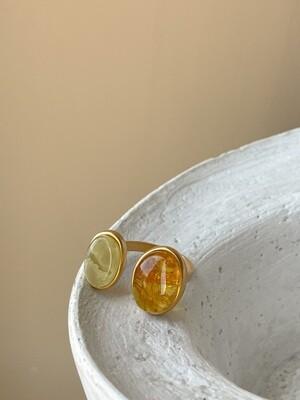 Двойное кольцо с янтарем, размер 19
