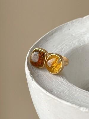 Двойное кольцо с янтарем, размер 17.5