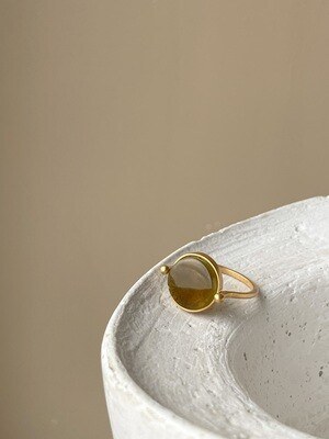 Позолоченное кольцо с янтарем, размер 19