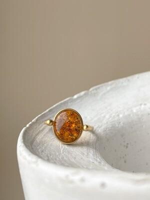 Позолоченное кольцо с янтарем, размер 16.25