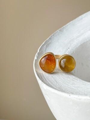 Двойное кольцо с янтарем, размер 17,75