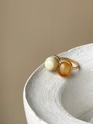 Двойное кольцо с янтарем, размер 18.5
