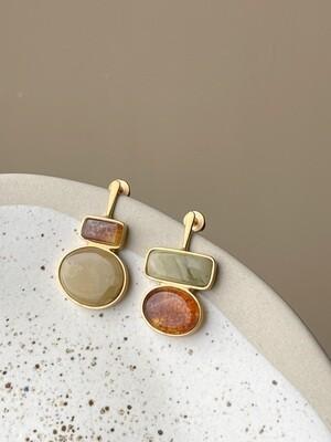 Позолоченные асимметричные серьги пусеты с янтарем 4,89гр