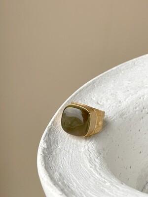 Позолоченное кольцо с янтарем, размер 15,25