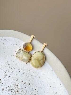 Позолоченные асимметричные серьги пусеты с янтарем 5,51гр