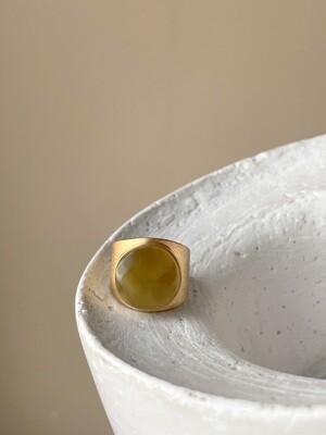 Позолоченное кольцо с янтарем, размер 16.5