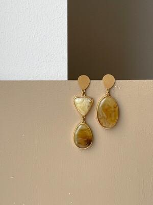Асимметричные серьги с янтарем. 11гр.