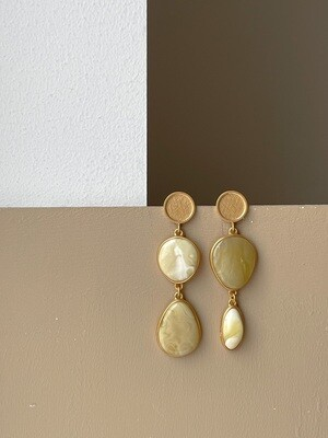 Асимметричные серьги с янтарем. 13,04гр.