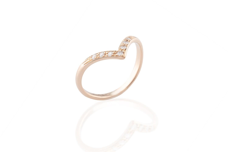 Diamonds Arrow Ring