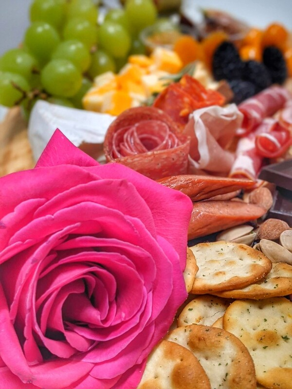 BOUQUET OF FLOWERS WITH CHARCUTERIE