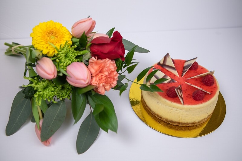 BOUQUET OF FLOWERS WITH A 6 INCH CAKE