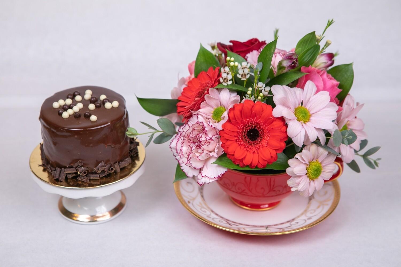 TEA CUP ARRANGEMENT OF FLOWERS & INDIVIDUAL DESSERT