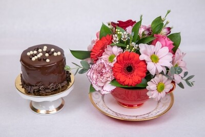 TEA CUP ARRANGEMENT OF FLOWERS & INDIVIDUAL DESSERT