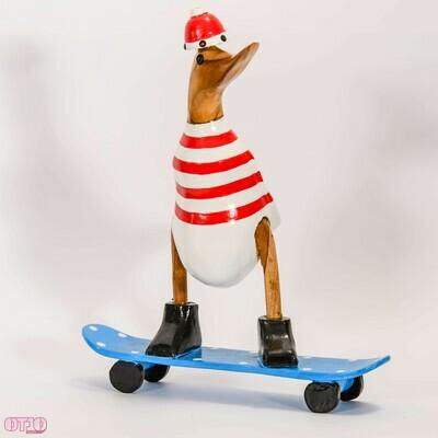 Houten eend op skatebord