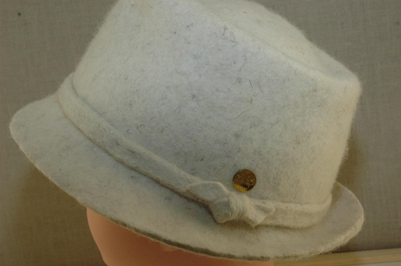 Chapeau feutré écru