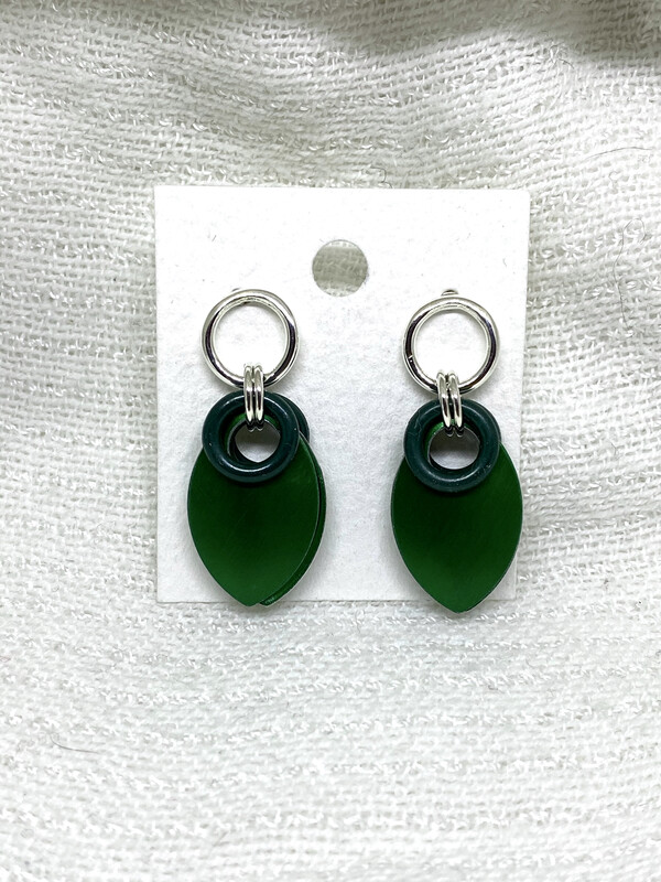 Sølv og Aluminiums ørepynt -mørk grønn-