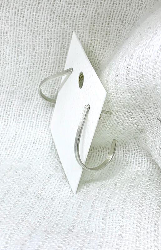 Smale øreringer i sølv