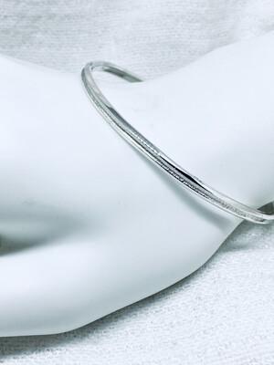 Smal armring i sølv