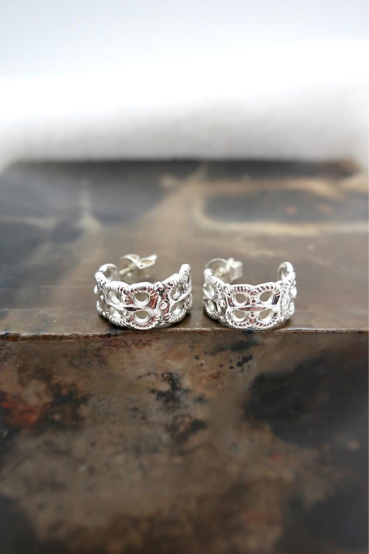Små sølvskje øreringer