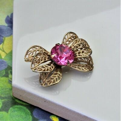 Винтажная брошь-бантик с розовым кристаллом