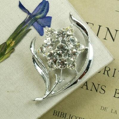 Брошь-цветок с кристаллами